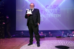 LAUPHEIM, GERMANY - MARCH 15: Producer Stefan Arndt with award during the 3rd Carl Laemmle Producer Award ( Produzentenpreis ) at Kulturhaus Laupheim on March 15, 2019 in Laupheim, Germany. (Photo by Gisela Schober/Getty Images for Carl Laemmle Producer Award)